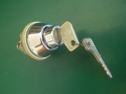 Lock for luggage compartment lid   9160000231